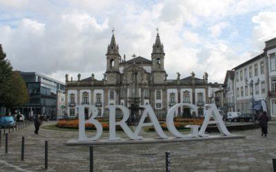 Город на севере Португалии, основанный римлянами с богатой историей и традициями — это Брага.